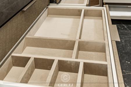 wnetrze-szuflad-w-materiale