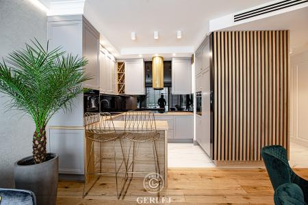 kuchnia-z-wyspa-otwarta-na-salon