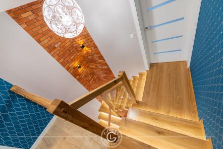schody-z-debu