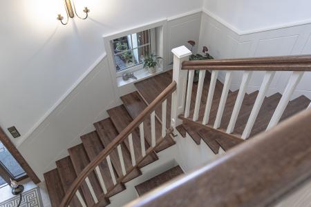 schody-z-drewna-debowego