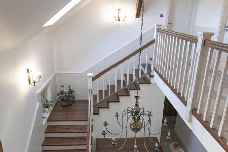 schody-z-frezowanymi-tralkami