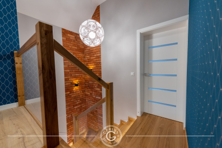schody-ze-szklana-balustrada
