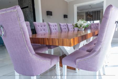 stol-z-grubym-blatem-drewnianym