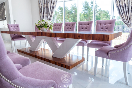stol-z-noga-w-ksztalcie-litery-V